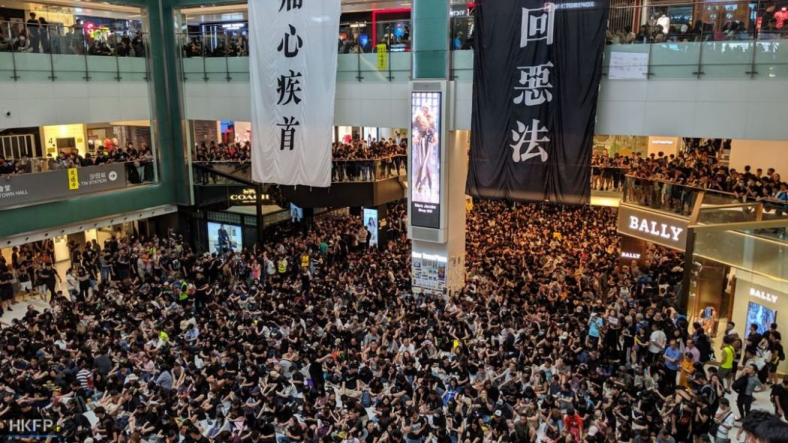 Jennifer Creery_Occupation of Sha Tin New Town Plaza_Monday 5 AUG 2019